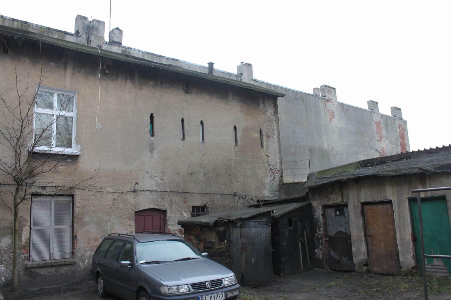 Kamienica ma 782,17m² powierzchni użytkowej. Pierwotnie posiadała 3 kondygnacje oraz strych, na którym zlokalizowane były ciemne i niskie pralnia oraz suszarnia. Na parterze oraz pozostałych 2 piętrach zlokalizowanych było 33 lokali mieszkalnych.